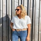 Llega las básica perfecta para las sobrecamisas, chaquetas de punto … BÁSICA PICO BLANCA 🤍 combínala con los jeans pitillo y el cinturón beige! 🔝  SHOP ➡️ www.catalove.es  #nuevacolección #novedad #basic #white #instalook #outfitinspiration