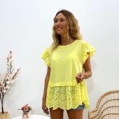 Camiseta bajo volante es ... ideal 🤍 con una puntilla genial y en un color súper veraniego 🏝  📦Shop online www.catalove.es  #nuevacolección #camisetasbonitas #encaje #puntilla #amarillo #coloresdetemporada #outfit #outfitoftheday