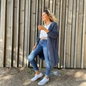 Nuestra chaqueta larga de punto calado ahora disponible en color AZUL 💙 súper bonita y combinable! La prenda perfecta para entretiempo 🔝  🍂www.catalove.es🍂  #nuevacolección #punto #chaqueta #chaquetadepunto #azul #shoponline
