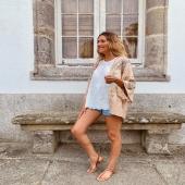 🤎KIMONO FLORES BEIGE🤎 El complemento perfecto para tus looks básicos 🔝  👉🏻Desliza para ver más fotos📷 📦Shop online www.catalove.es  #nuevacolección #new #newcollection #kimono #flores #look #lookoftheday #outfit #envíos
